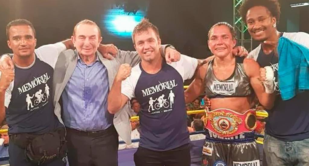 Rose Volante comemora vitória de título mundial de Boxe
