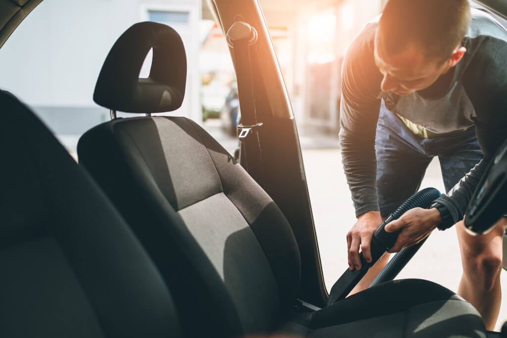 Saiba como limpar bancos de carro