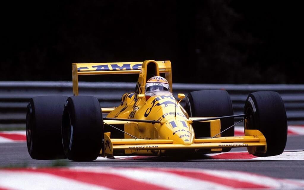 Nelson Piquet no carro da Lotus em 1989