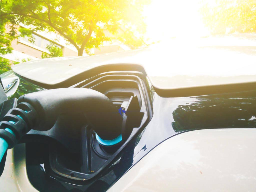 carros elétricos e híbridos